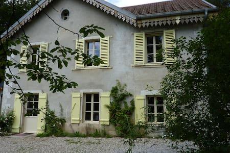 Maison et vaste parc à 3mn d'Ornans - Scey-Maisières