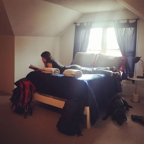 """Private Room """"Clingmans Dome"""" at Smoky Mt. Hostel"""