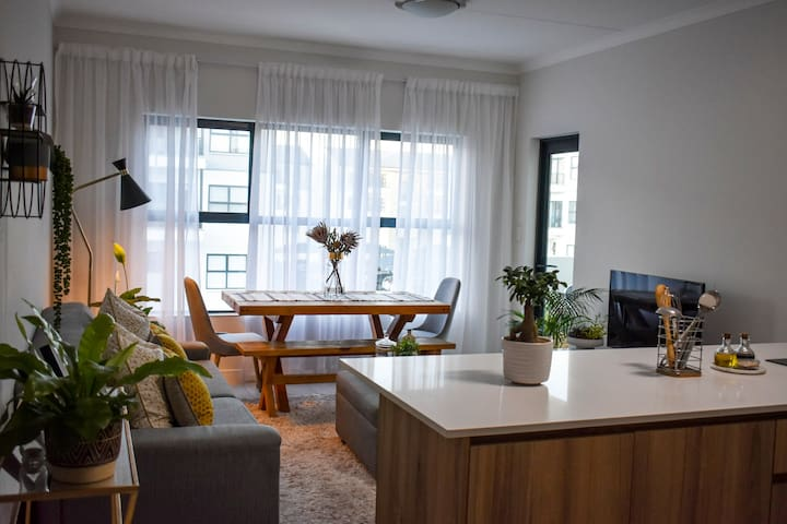 Modern, Neat & Stylish Apartment in Somerset West