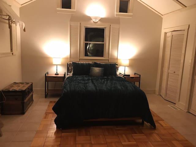 Master suite, 1st floor