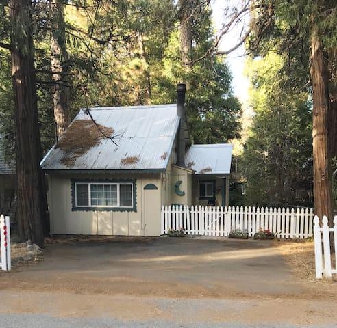 NORELI'S Lake House Retreat