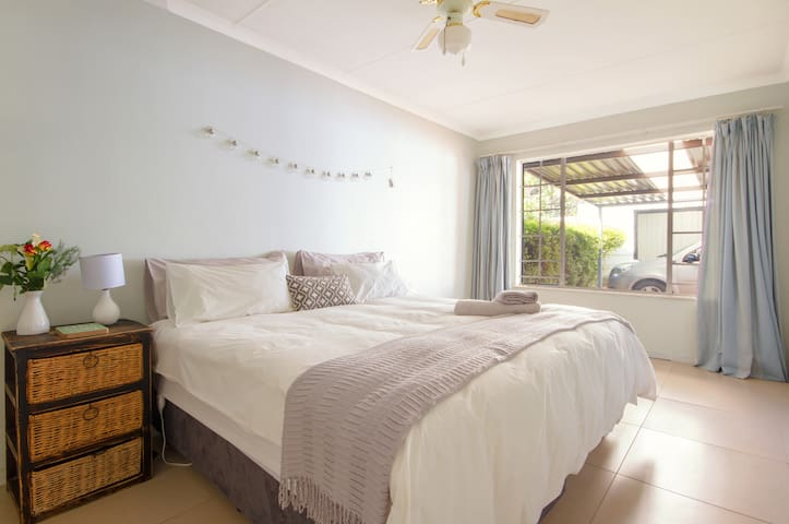 Spacious and Charming King Bedroom in Guesthouse