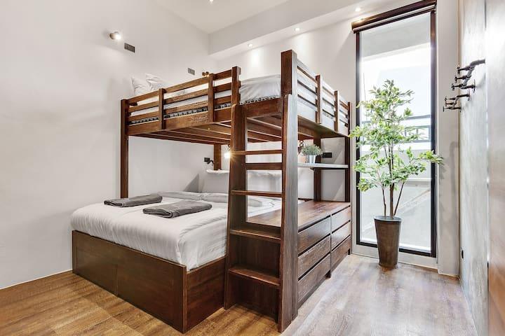 Bedroom Queensize bunkbed