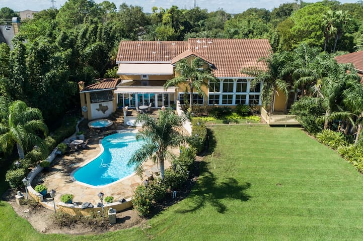 Magnificent Secluded Secure Gated Ocean Estate.