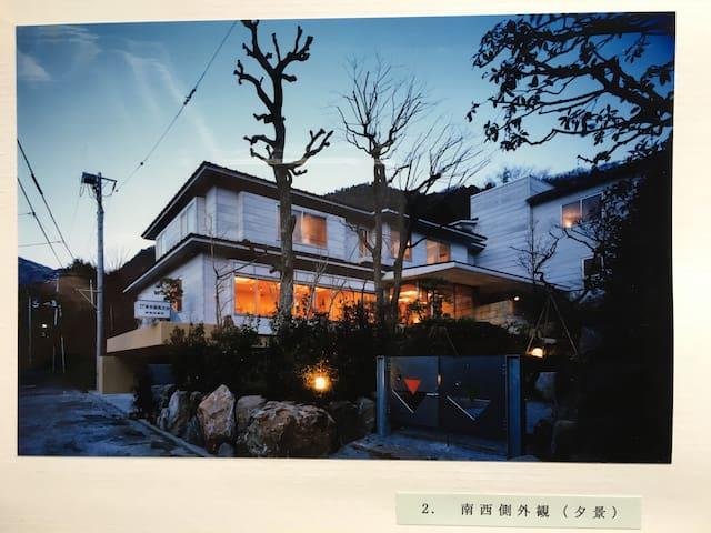 宽敞舒适明亮的纯日式风格大套间(共8套房源名称如下:松、竹、梅、桐、藤、荻、菊、枫)