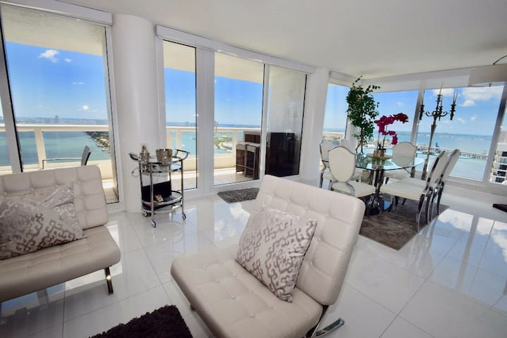 0-3931 Take your Breath Away Panoramic Penthouse