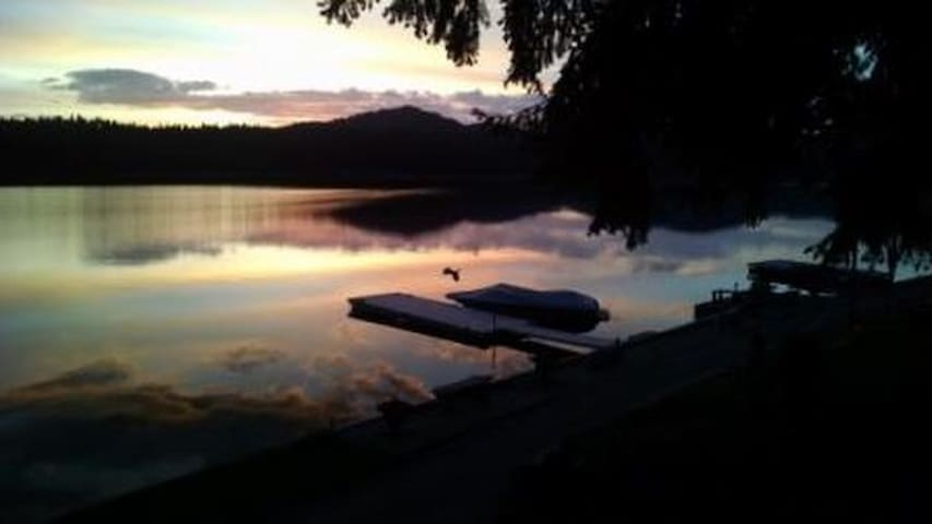 Relaxing at the lake, sleeps 2 - Newman Lake - Dom