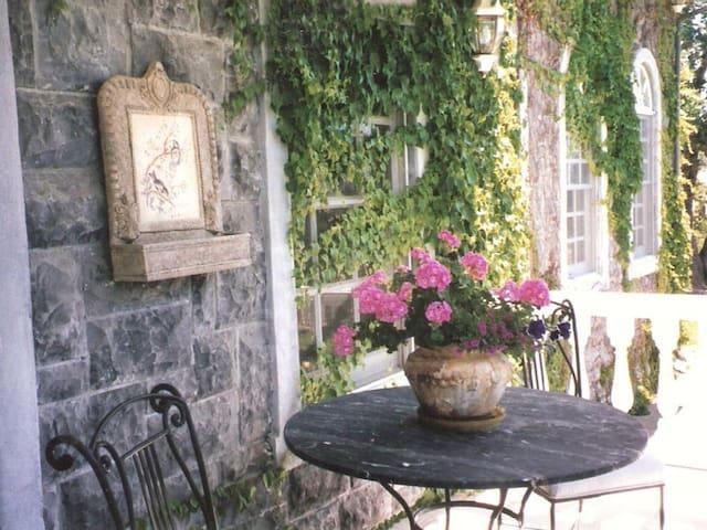 Tuscany Style Villa on a Hill top near St Helena - Saint Helena - Villa