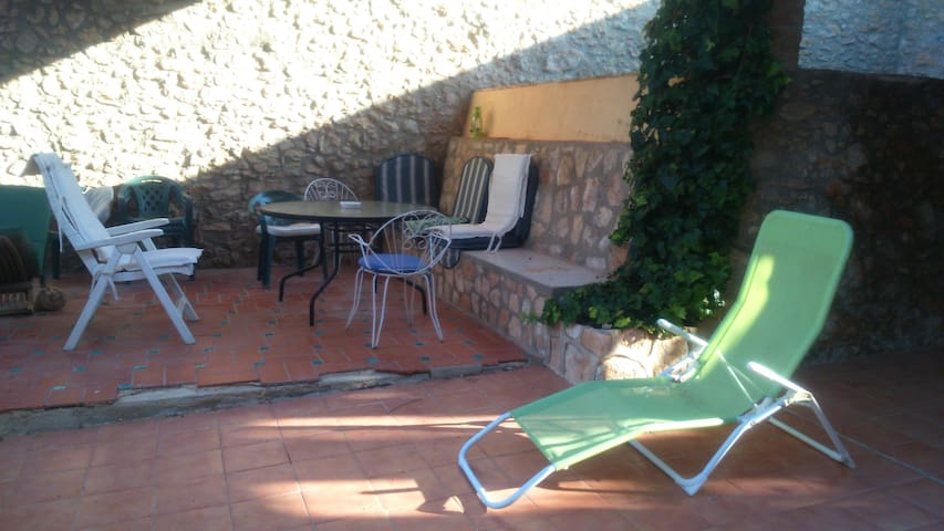 Double Room in  quiet village near the beach. - La Riera de Gaià - Huis