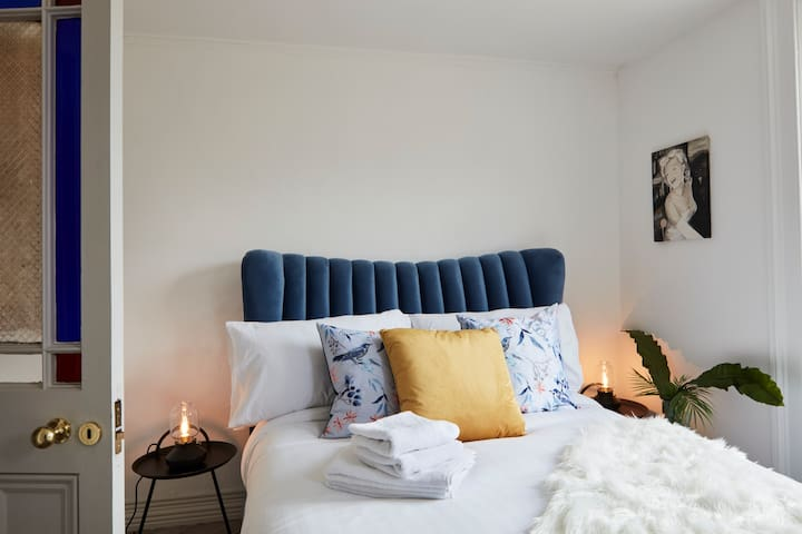 Luxury Serviced room,in unique private Residence!1