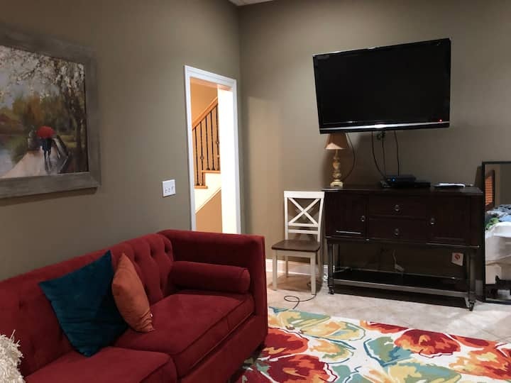 Efficiency Apartment w parking & outside entrance