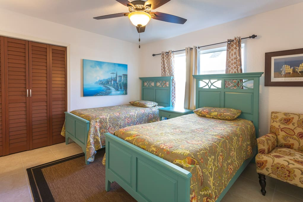 3rd guest bedroom with all new furniture