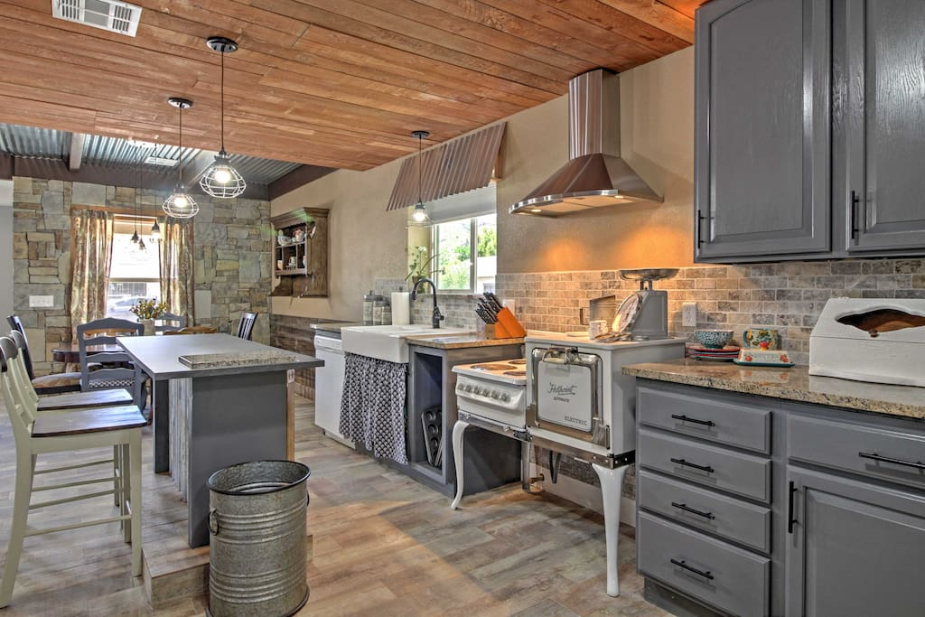 Try out your favorite home-cooked recipes in the welcoming kitchen complete with granite countertops, antique 4-burner electric stove, oven, microwave, and a lovely 2-person breakfast bar perfect for enjoying your morning cup of coffee!