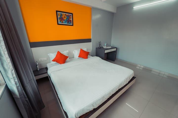 Hotel Aashish Deluxe Lodging, Kolhapur