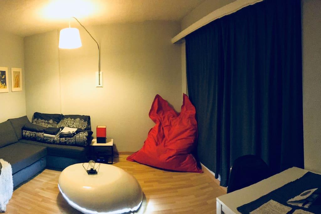 Living room (1/2)