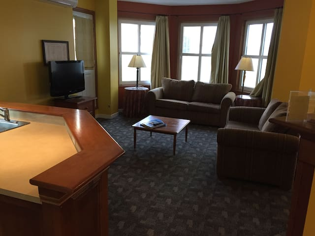 Tremblant ski in / out 2 bdrm condo best location
