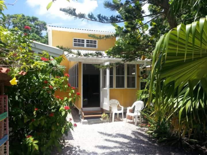 Villa Mango Curacao. Central located Holiday house