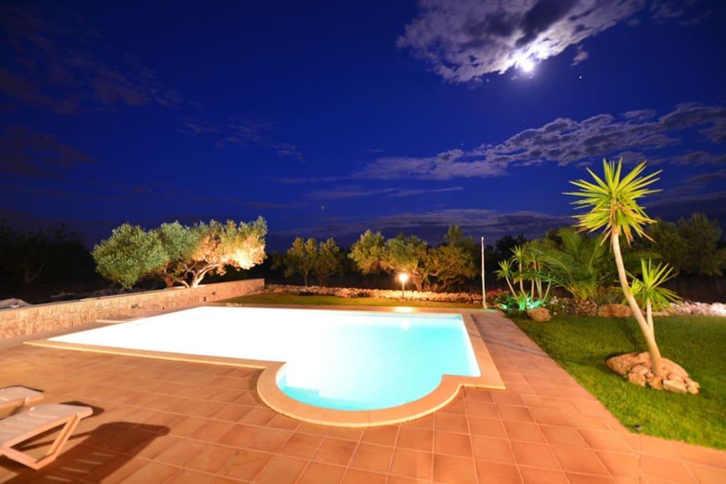 Chalet con piscina en finca privada chalets en alquiler for Alquiler chalet con piscina privada tarragona