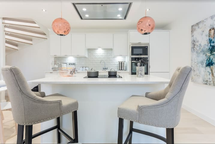 3 The Chapel - Modern, Stylish Hi-Spec Townhouse