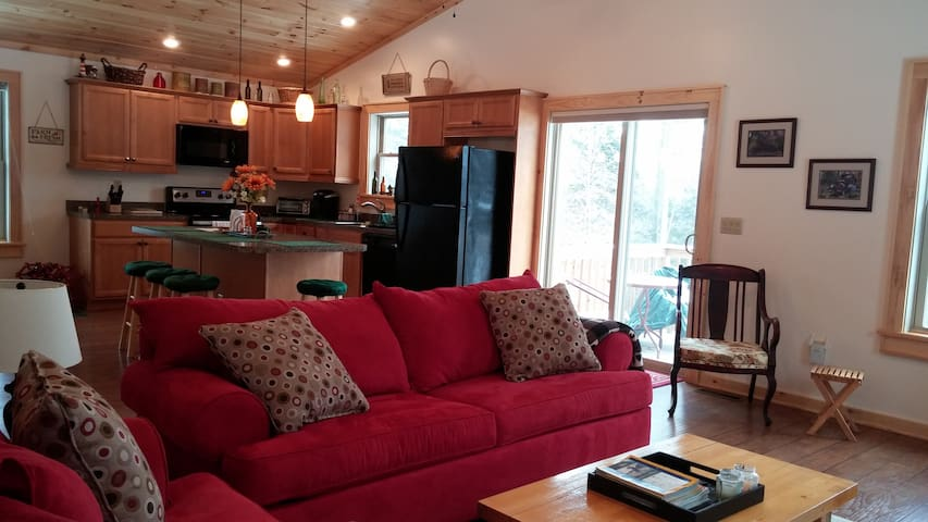 Adirondack Dream Apartment - Bolton Landing - Flat