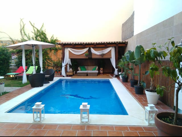 VILLA GARDEN-POOL-BEACH VILLA IN CENTER RESTURANTS - Fuengirola - House