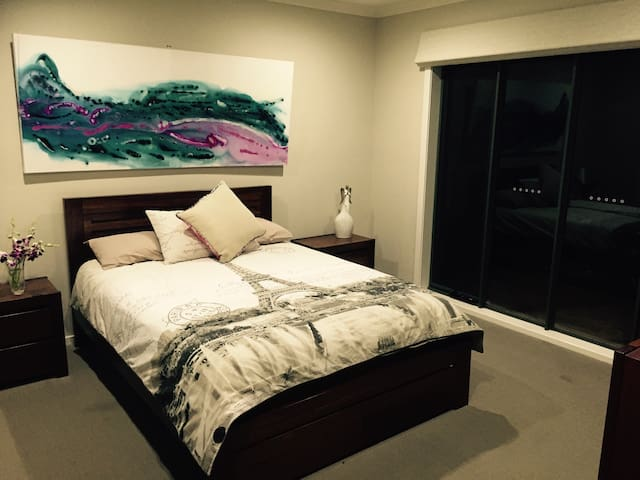 Private bedroom w/ensuite, Geelong - Highton - Dům