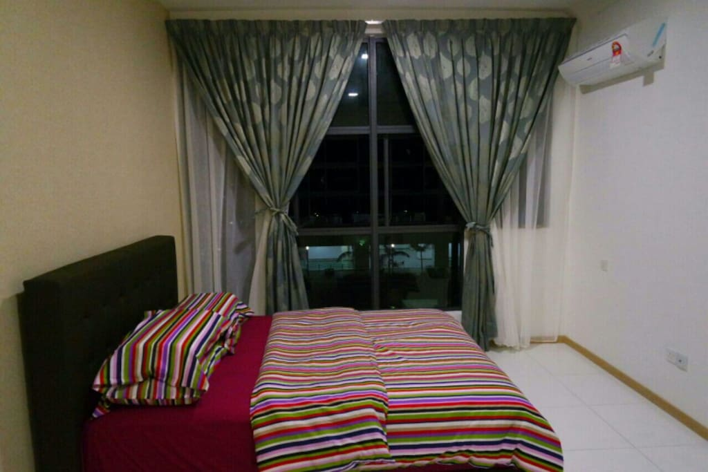 Nice pool view Master bedroom with Air cond and Queen bed