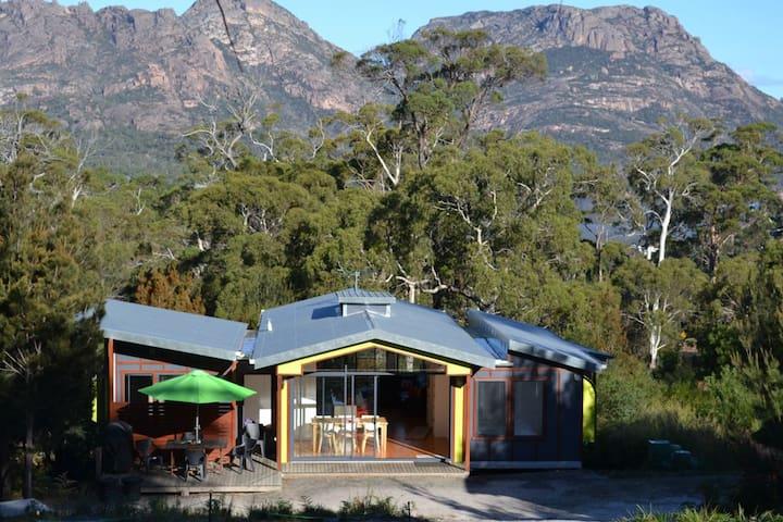 Mopokes 41 Bradley Drive Coles Bay  Tasmania 7215