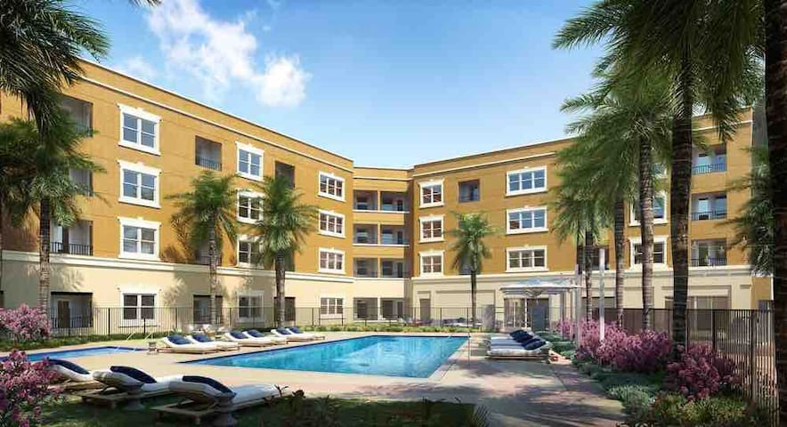5000 Luxury Condo 3 Mins to Disney Patio Views!!!