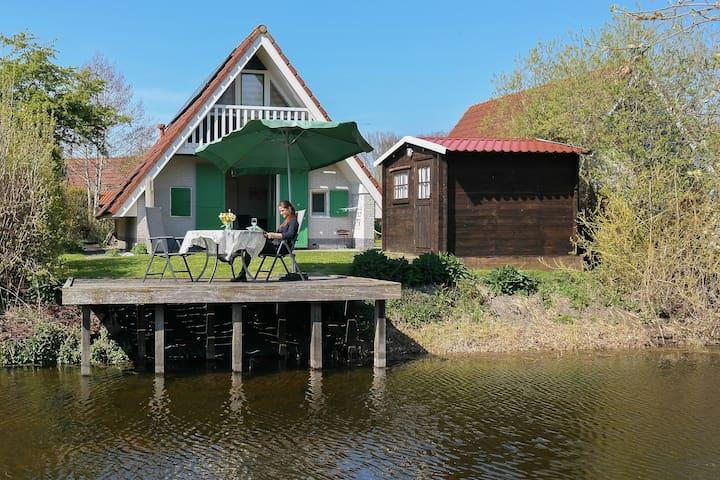 Haus Julia in ruhiger Lage an einer Gracht, Sauna