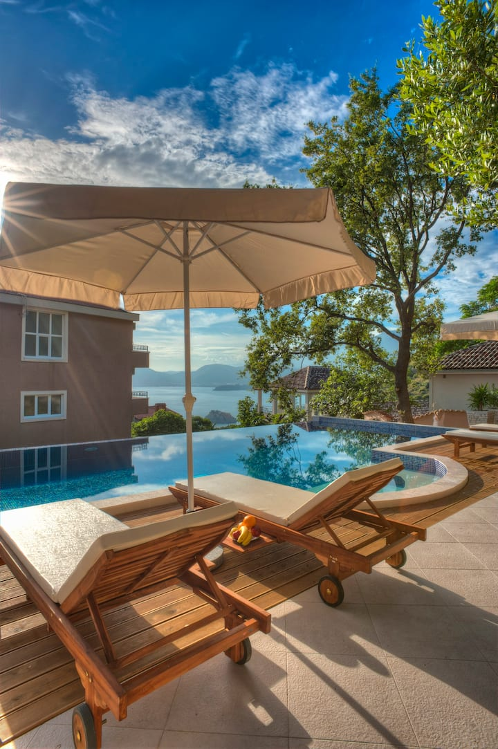 Charming Bungalow with Sea View And Pool Access
