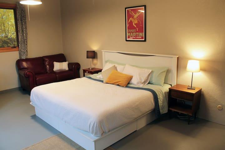 King Bed, Leesa Brand memory foam mattress, leather love seat.