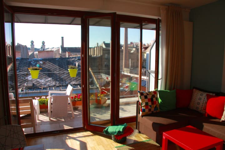 BEST LOCATION SUNNY APARTMENT WITH PANORAMA + A/C