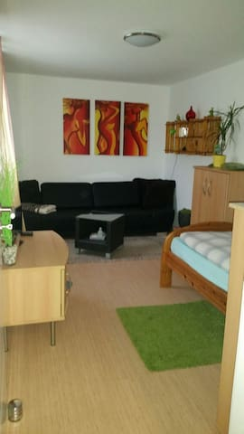 Guest room in a central location & extra  sep. WC - Hemmingen - Dům