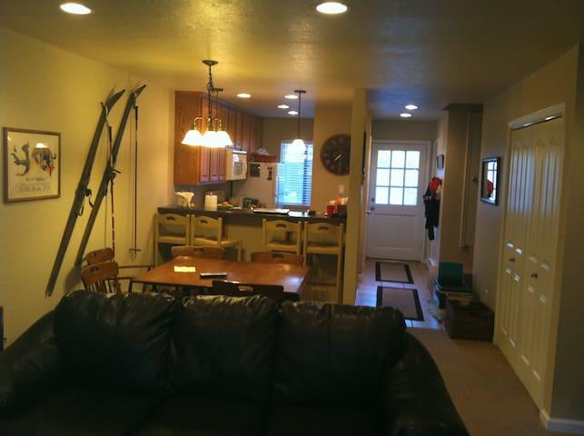 N Shore Lake Tahoe Condo, On Lake , 7600 N Lake Bl - Tahoe Vista - Appartement en résidence