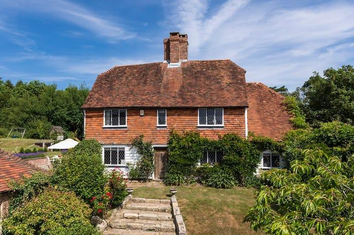 Sussex Farmhouse Cottage near London & Brighton