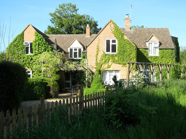 CROFTSBROOK, family friendly in Chipping Campden, Ref 960655