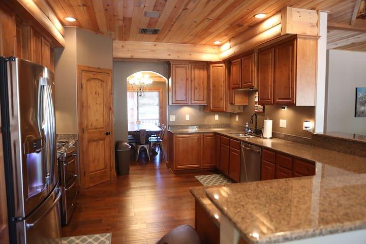 *Brand New* Elk Lodge-Torreon, spacious yet cozy