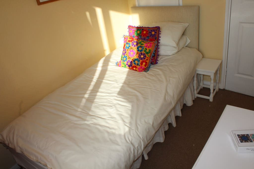 Additional single room available under listing 'Sunnly Light House in Glastonbury