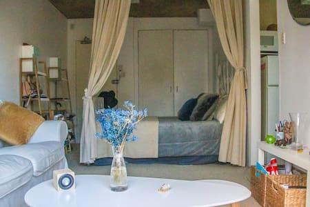 Furnished studio with balcony (10 min from CBD) - Glebe