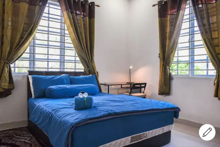Room Shafiq with 12 inches mattress. Four AKEMI neck support filled with charcoal and bamboo filling. You'll have hard time waking up.