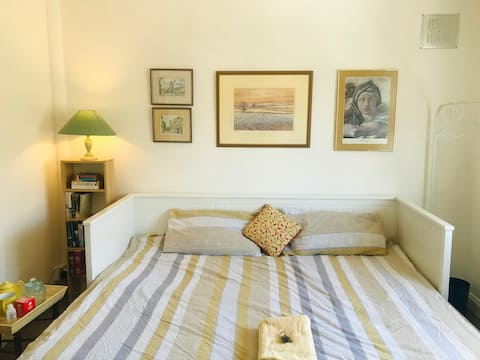 Large, friendly double room with work space