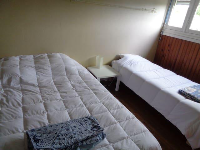 AppT privatif au 2ème étage d'une maison - 5 pers. - Inguiniel - Apartment