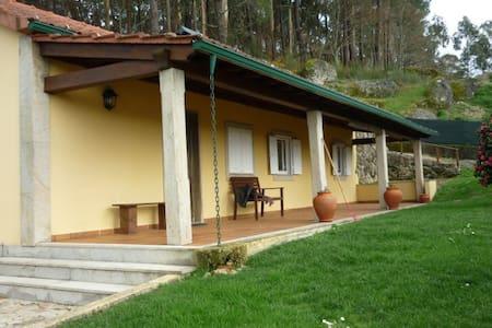 Casa do Penedo - Formariz - Huis