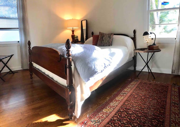 Eclectic Vintage Home Just Minutes to Downtown
