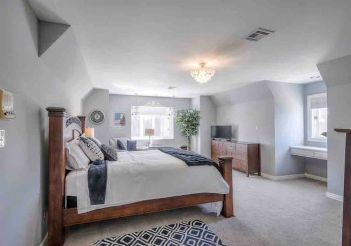 Stunning Bedroom  w/ En-suite Bathroom in S. Tulsa