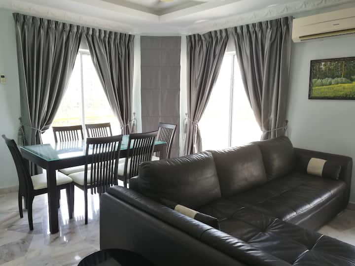 D'Mass, Bayview Villas
