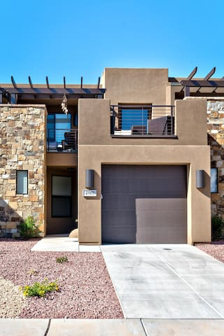 Desert Rose at The Ledges Golf Club *Resort Amenities Included!