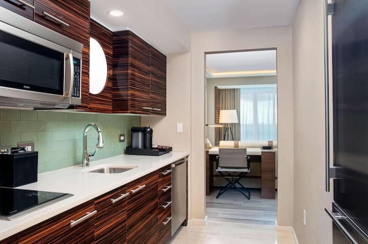 Appealing Suite Ocean Front At Fort Lauderdale Beach Area