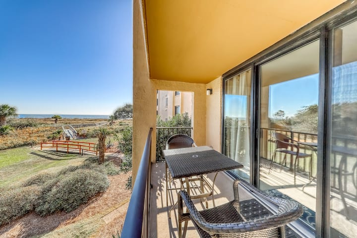 Modern condo w/ partial ocean view, shared pool, hot tub & easy beach access!